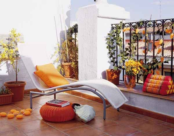 Idee per decorare il terrazzo in estate e primavera for Balcony decoration ideas india